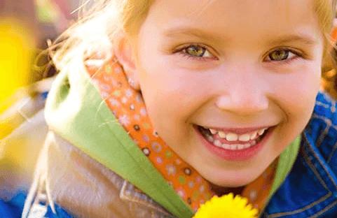 kid smiling.